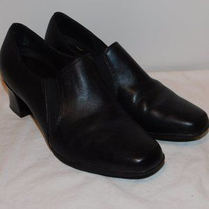 Liz Baker Stack Heels  Size 7M Black